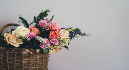 Как продлить жизнь цветам в корзине?