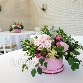Украшение банкетного зала живыми цветами